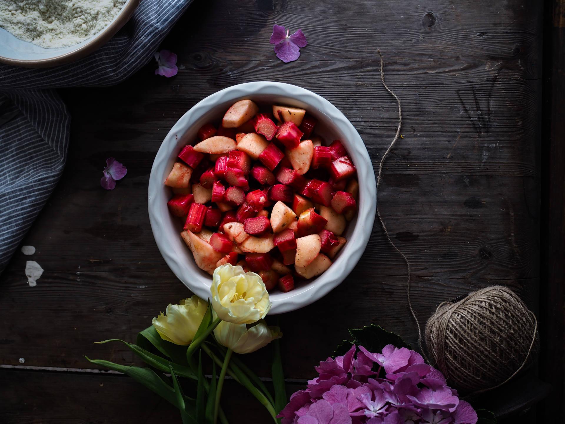 Forced rhubarb crumble